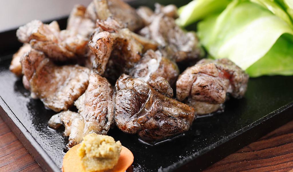 【さつま知覧どり】 豪快な炭火で一気に焼き上げています!肉厚ジューシーで鶏の旨みが強く美味!