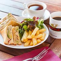 【カフェ・軽食からビアガーデンまで楽しめる♪】