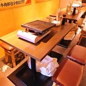 テーブル席(2名様~4名様)テーブル席なので、お席の移動も簡単♪♪途中で席替えもできるので用途も自由自在です。仕切りがないので皆さんのお顔を見ながら厳選焼肉を堪能できちゃいますよ♪