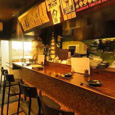 カウンター×4席ございます。お一人様も多いので、京橋にお立ち寄りの際はお気軽にお立ち寄りください!