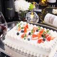 スクエアの豪華ウェディングケーキもお店で手作りします。30名~50名用、お気軽にお問合せ下さい。