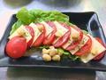 料理メニュー写真トマトとチーズのフレンチサラダ