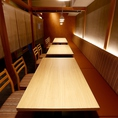 名古屋駅 最大30名様までご宴会貸切フロア仕様。曜日や時間帯にもよります。詳細はお問い合わせください。女子会・宴会・飲み放題も♪フロア貸し切りになります。単品飲み放題や飲み放題付きコースも充実!美味しい海鮮・焼き鳥・肉料理・鍋・名古屋飯を♪サプライズにメッセージ付きデザートプレートは予約で無料に★