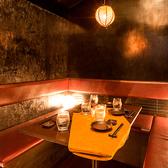 隠れ家のような個室席でプライベート感のある空間を演出しております。