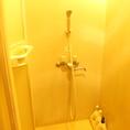 シャワールーム完備です。お泊りの方、ナイトパックの方から大人気です。自由にお使い頂けますので綺麗さっぱり気持ち良くなって、居心地の良い時間をお過ごしください♪