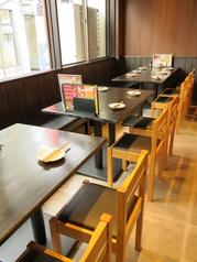 2F宴会場が新設!1階の鉄板を囲むカジュアルな雰囲気とは異なり、2階はダイニングのような雰囲気で、幅広い用途に利用可能です。