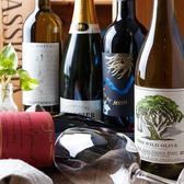 こだわりのお料理に彩を添えるワインは、オーガニックワインを厳選!イタリアの土着品種から有名なものまで、リーズナブルなものからリッチなものまで幅広く取り揃えております。余計な添加物を加えず作る自然派のワインは、確かな素材を使っているからこそ前に出すぎず、決してお料理の邪魔をしません。