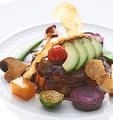 """料理メニュー写真国産牛肉と、国産ブランドポークの旨味を閉じ込めた""""ダマン リュミエール ハンバーガー"""""""