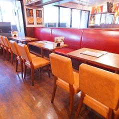 ≪2F≫片面ソファのゆったりテーブル席。気心の知れた仲間や、デートにも!お話が弾みます♪
