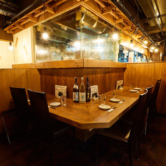 2名様 人気のカウンター席♪デートに最適☆京橋で鶏と鮮魚を楽しむ居酒屋 ウミスズメ 大阪京橋店へお越しください【大阪 京橋 個室 鶏 海鮮 飲み放題 女子会 歓送迎会 誕生日 宴会】