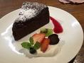 パテシエの作るDessert Assiette(皿盛りデザート)は優しい味わい。お好みのカフェと共に癒しの時間をお楽しみ下さい☆
