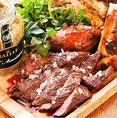 肉を喰らえ!肉盛り合せ手袋をつけてカブりつくバッファローチキンウィングや、裏メニューのハラミステーキなど、盛り沢山!ボリューミーな内容に、大満足間違いなし♪
