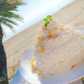 料理メニュー写真ココナッツクリームとマカダミアナッツのパンケーキ