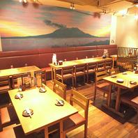 桜島の夕焼けを見ながら楽しむテーブル席