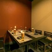 【シックな店内でゆったりお食事を】梅田駅から徒歩5分なので、お仕事終わりのちょっとした飲み会にも使い勝手抜群!こだわりの和食を低価格でお楽しみいただける当店で日頃の疲れを発散しませんか?宴会の際にはお客様のご希望に合わせてテーブルのレイアウト変更も可能ですのでお気軽にご相談ください☆