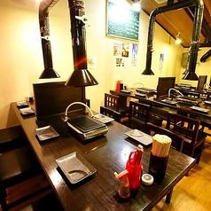 京都で焼肉を味わうならここ!特別なお肉で特別なひとときをお楽しみください。店内に並んだテーブル席はちょっとした飲み会にも宴会にもデートにもお使いいただけます。少し大きめのテーブルは窮屈感なくお楽しみいただけます★コースやアラカルトも充実してますのでそれぞれでお楽しみ下さい♪※写真はイメージです