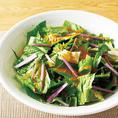 すりおろし人参ドレッシング orすりおろし玉葱ドレッシングでいただく特製サラダ。その瑞々しいお野菜の味をどうぞ◎※収穫状況によって「夕採れ」ではない場合がございます。