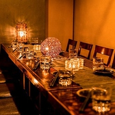 淡い間接照明に照らされた室内は、時間を忘れお過ごし頂けること間違いなし!落ち着いた雰囲気の個室空間が、新宿での宴会・合コンを盛り上げてくれます。新宿の「できる幹事」御用達のお店です☆会社宴会や同窓会にも最適なゆったり広々個室♪