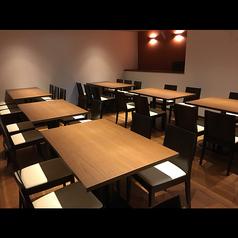 個室貸切は15名様から店内奥の個室は全36席のテーブル席となっており、15名様から個室貸切としてご利用いただけます。