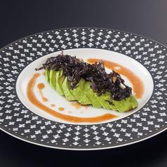 料理メニュー写真アボカドのノリ海苔アンティパスト