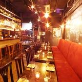 1階はテーブル席。デート、合コン、宴会、様々なシーンでご利用いただけます。
