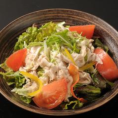 料理メニュー写真豚しゃぶと水菜サラダ