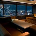 夜景の見える6名様用のソファー席