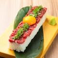 料理メニュー写真牛ももと馬肉のユッケ寿司