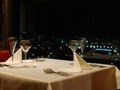 15階ならではの夜景を眺めながらリッチにディナーを楽しんで。