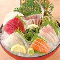新鮮な刺身が自慢!是非ご堪能下さい!旬の味覚を召し上がれ♪自慢のマグロや活鯵刺身は抜群の鮮度で提供!季節の旬魚を随時仕入れ、素材にあった調理法で美味しく調理しております。
