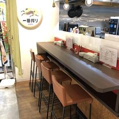 カウンター席は9席、お一人の時間を楽しみたい方、カウンター席がお好きな方、仲間と横並びに座ってお料理やお酒をご堪能したい方におすすめです。詳細は店舗へお問い合わせください。