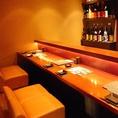 完全個室のお席だけでなくカウンター席のご用意もございますので松山でのデートの際などに是非ご活用ください。カウンター内に並んだお酒をお選び頂いて楽蔵こだわりの和食や炙り料理とともに是非ご堪能ください。他にも新鮮なお刺身や女性にも嬉しいデザートなどのご用意もございます。