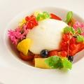 料理メニュー写真【数量限定】フレッシュブッラータチーズとトマト、旬のフルーツのカプレーゼ