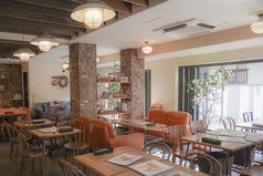 カップルに大人気のフカフカのソファー席!1テーブル限定なので早い者勝ち!落ち着いた洗練された空間で特別な人と特別な一時をお過ごしください。