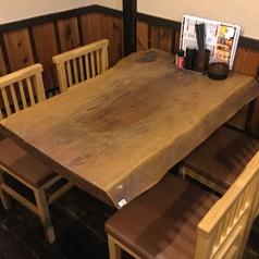 使いやすい4人掛けのテーブル席☆