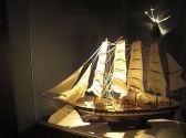 繊細な造りの帆船につい見入ってしまいます