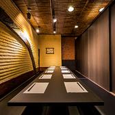 人気の掘りごたつで美味しい名古屋コーチングルメを存分に堪能!新鮮な地鶏料理が中心なのでとってもヘルシーで女性にも人気が高く大好評です。各種宴会、歓送迎会、女子会、誕生会、二次会、合コンの他、貸切、イベント会場としてもお使いいただけます。【地鶏個室居酒屋 鳥乃井 半蔵門・麹町店】