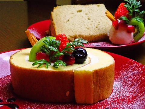 地産無農薬の野菜をたっぷり使用した料理 (ランチ) が自慢。ケーキは毎日手作り。