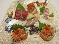 料理メニュー写真刺身盛/写真は2人前の4000円の盛合せです(旬のお勧めを盛り込みます)