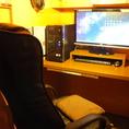PCメインでお使いになられる方にオススメのハイスペックPC席。サクサク使えるので、お仕事でもインターネットゲームでも動画でもなんでもお使い頂けます。