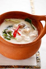 料理メニュー写真ココナッツと生姜のホワイトスープ(トムカーガイ)