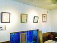 店内は壁掛け式の作品を展示するギャラリーとして、近隣の皆さまに無料でご利用いただいております。展示ご予約承ります。