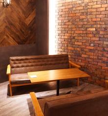 フカフカのソファー席