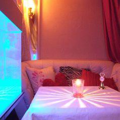 幻想的なソファ&クラゲ個室