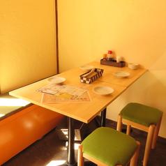 【2階】4名様のテーブル席は会社の先輩後輩、同僚と♪駅近で帰りも楽ちん!