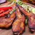 料理メニュー写真究極の肉バルコース【手羽先のジャークチキン】