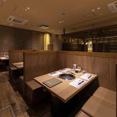デートやファミリーでのお食事にもオススメのゆったりテーブル席◎ごゆっくりとこだわりの焼肉をお召し上がりください!