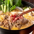 瀬戸山麓牛ロースのすき焼きは老若男女から愛されるメニューのひとつ。甘くとろける味わいをご堪能ください!
