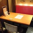 テーブルは半個室でお寛ぎいただけます