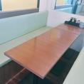 最大8名様までOKのテーブル席。